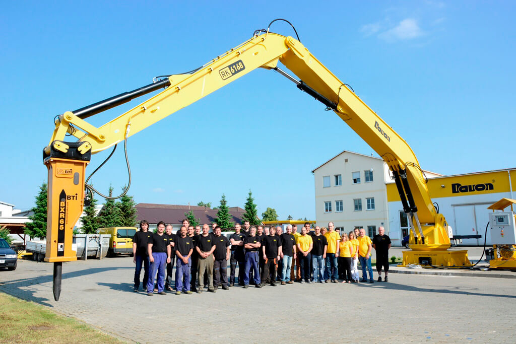 DAVON Company employees with the Super Heavy Rockbreaker RK-6168